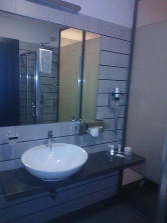 Hotel Sporting: Bathroom 1
