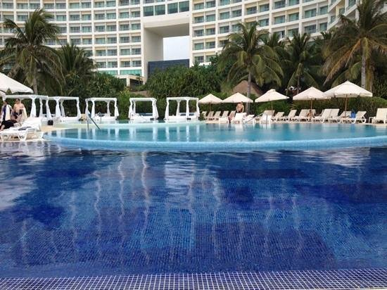 Live Aqua Beach Resort Cancun: beauty everywhere