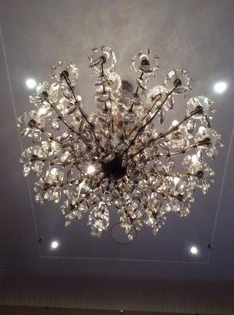 The Hotel Windsor: chandelier
