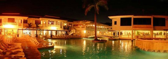 Hotel Beach House Playa Dorada: great place if your not a beach person, not too crowded, pool bar close