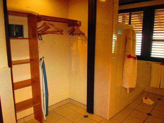 Palm Island Resort & Spa : Room - closet