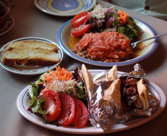 Pancha La Boba : Terrific Gyros and Lasagna Prepared by Owners