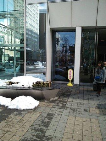 Hotel Gracery Sapporo: 入り口です。わかりにくいです。