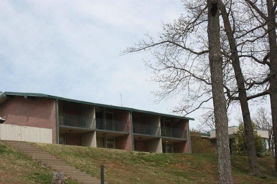 Kentucky Dam Village State Park: back side of inn