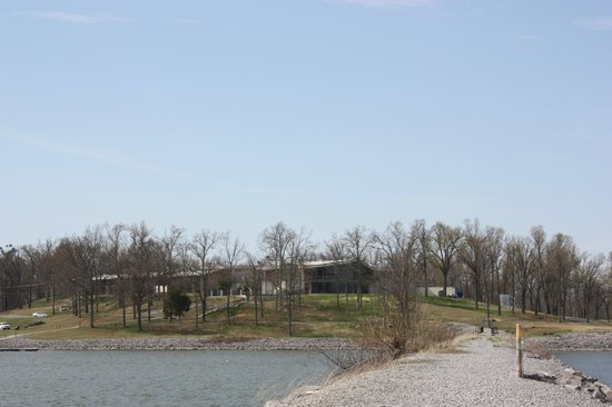 Kentucky Dam Village State Park: looking back at inn