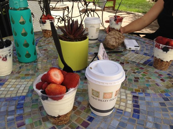 Ojai Valley Inn & Spa: Yogurt & Granola parfaits before yoga