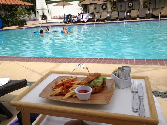 Ojai Valley Inn: snack at the pool