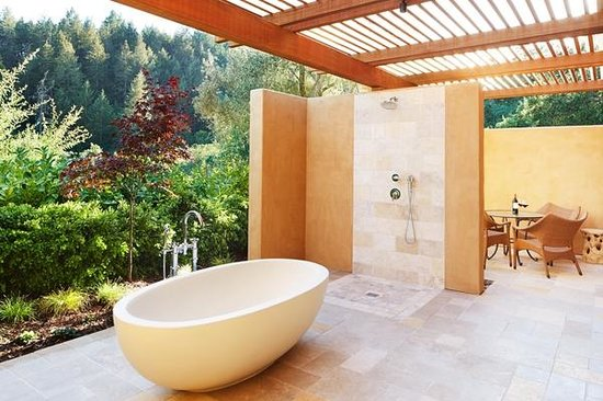 Auberge du Soleil: Outdoor Shower