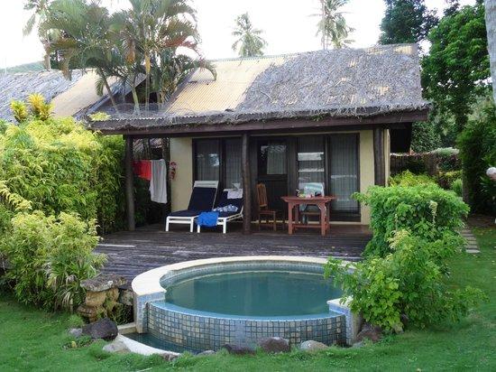 Beqa Lagoon Resort: Roof needs some work