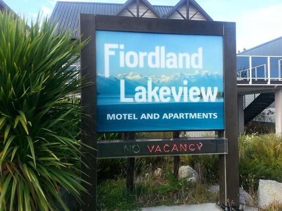 Fiordland Lakeview Motel and Apartments: No idea why I took a photo of the sign hahaha