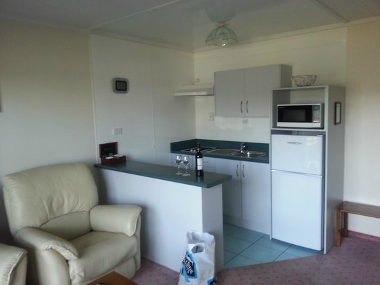 Fiordland Lakeview Motel and Apartments : The Kitchenette/Longe