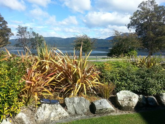 Fiordland Lakeview Motel and Apartments : garden