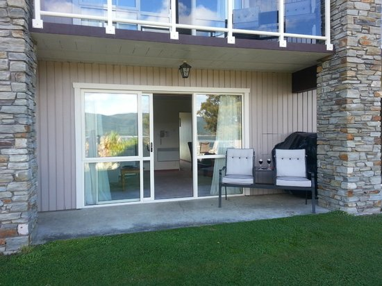 Fiordland Lakeview Motel and Apartments: From to a view
