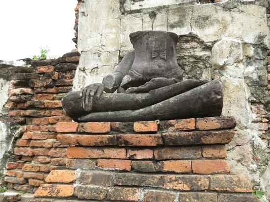 Ayutthaya Ruins : 首のない仏像