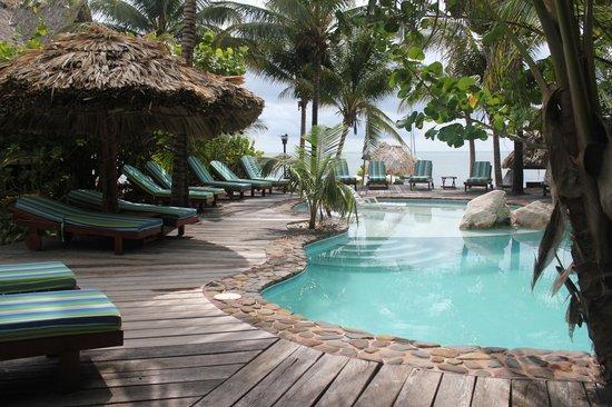 Xanadu Island Resort: Pool View from Reception Area