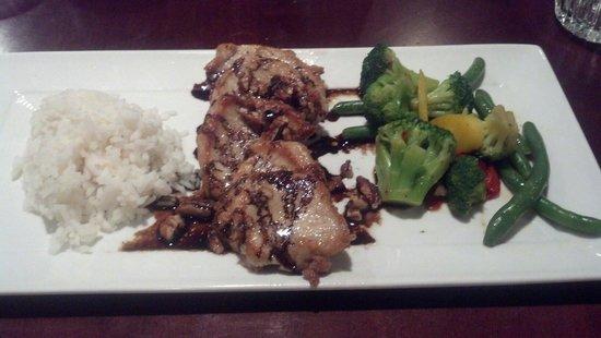 Holiday Inn Cincinnati Riverfront: Look whats cookin! Pork medallions, a balsamic reduction, rice and veggies. Yum!
