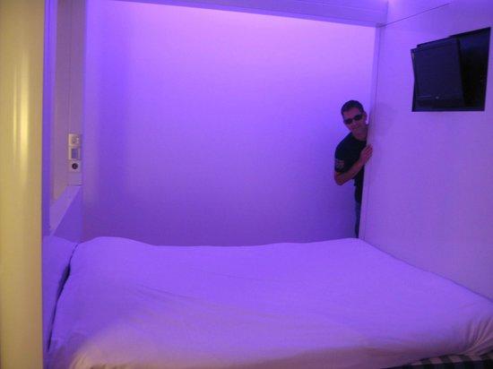 Qbic Hotel Amsterdam WTC: 2 sides open cubic