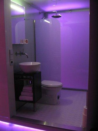 Qbic Hotel Amsterdam WTC : open bathroom