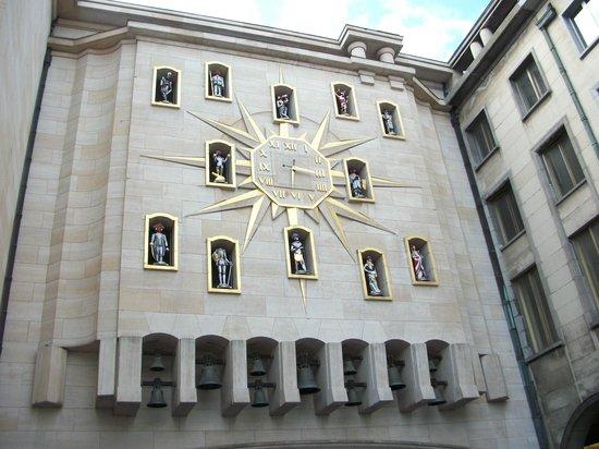 Place du Grand Sablon: Magnificent clock