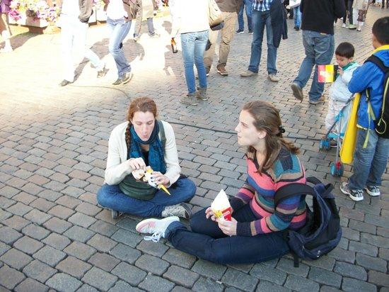 Place du Grand Sablon: Enjoying fries