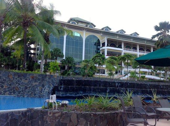 Gamboa Rainforest Resort: View of resort from the pool