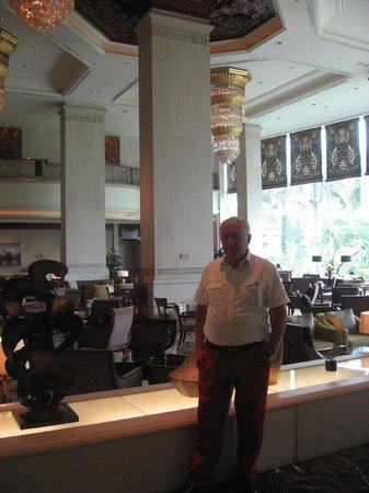 Shangri-La Hotel Jakarta: the lobby lounge