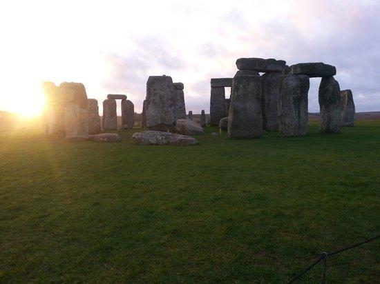 Golden Tours : Stonehenge at Sunrise