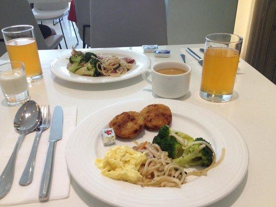 Ambience Hotel : Nice breakfast buffet