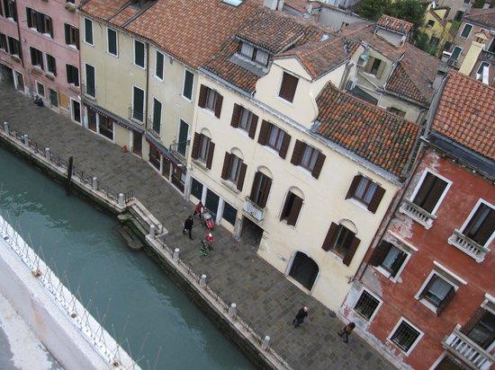 Hotel Papadopoli Venezia MGallery by Sofitel: Venice view from the hotel room