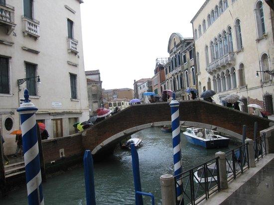 Hotel Papadopoli Venezia MGallery by Sofitel: Venice view in front of Papadopoli Venice-Mgallery