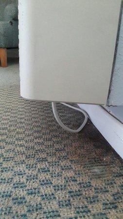 San Juan Beach Hotel: Habitaciones con alfombras mohosas. Del baño mejor ni hablar.