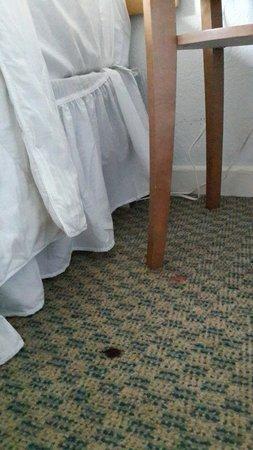 San Juan Beach Hotel: Las habitaciones dejan mucho que desear, mobiliario en mal estado, sin secador de pelo, sin frig