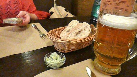 Black Piglet Beer Restaurant: Lard and bread, at the Black Piglet.