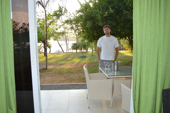 Hotel Bocas del Mar: Loved having a little wine on the patio!