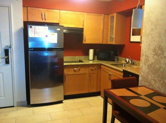 Residence Inn Youngstown Boardman/Poland: Kitchenette