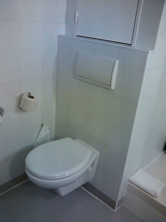 Ibis Lisboa Liberdade: Confortável banheiro