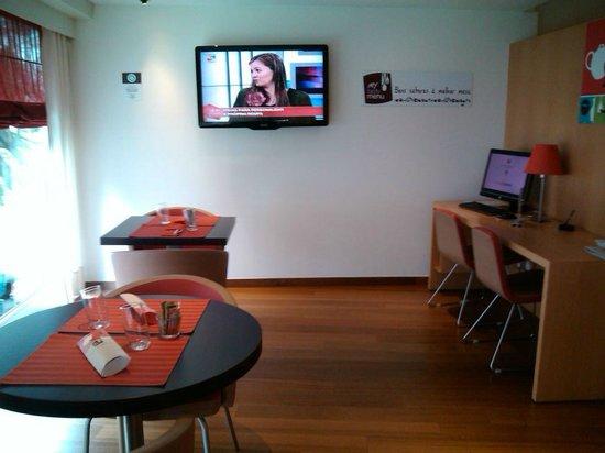Ibis Lisboa Liberdade: Espaço de internet e lobby bar