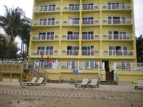 Sun Tower Hotel & Suites on the beach : view from beach