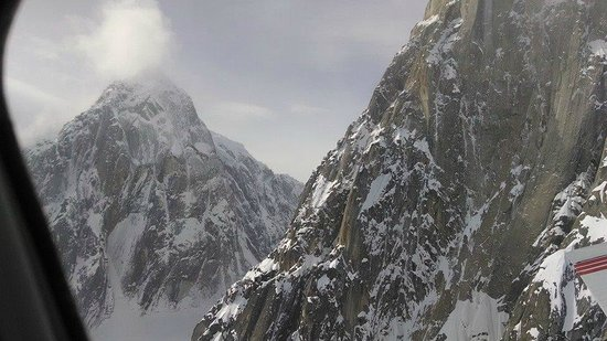 K2 Aviation : Pic near McKinley 4