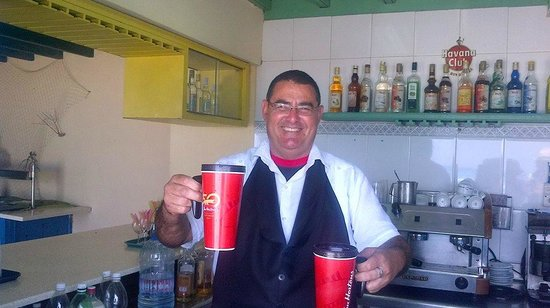 Hotel Club Kawama: Felix making his famous Pina Colada for us