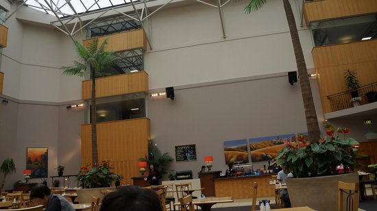 Rydges Rotorua: View of Dining/breakfast area from the passage.