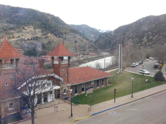 Hotel Denver : Amtrak station and Colorado River