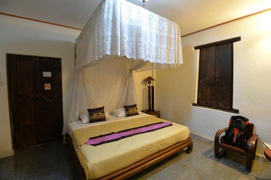 Ruean Thai Hotel: Our room