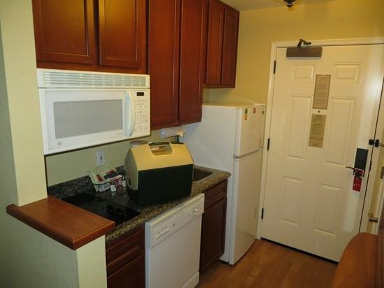 TownePlace Suites Bentonville Rogers: Kitchen area