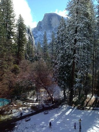 The Majestic Yosemite Hotel: view after snowfall 4th floor classic double