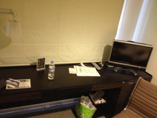 Hotel Vista Premio Dojima : Scrivania con televisore.