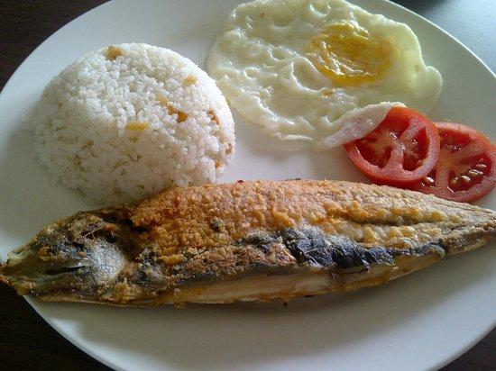 Belize Tagaytay Bed & Breakfast: hubby's breakfast - bangus