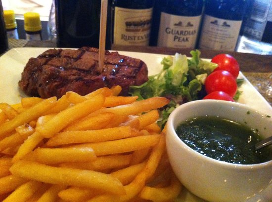 The Stellenbosch Wine Bar and Bistro: Fillet Steak and fries, amazingly juicy.