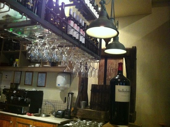 The Stellenbosch Wine Bar and Bistro: Great atmosphere!