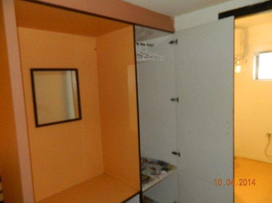 Hotel Sapphire Grand : Cupboard